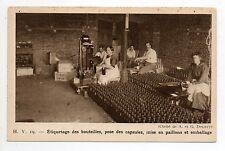 CHAMPAGNE CPA 51 Vins Vignes et thémes Pose CAPSULES étiquetage des bouteilles