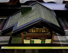 Tirelire en bois ancienne ( maison d'alpage )