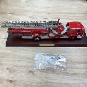Franklin Mint 1.32 1954 American Lafrance  Ladder Fire Truck w/ Base Damaged