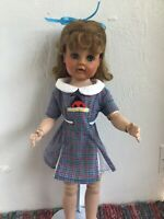Vintage Rare And Hard To Find Madame Alexander Madelaine 1960.