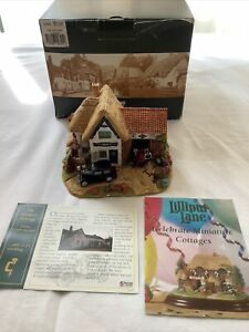 Lilliput Lane The Country Garage L2701 The British Collection 2003 With Deeds
