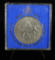 Medal 1952 - 1977 Queen Elizabeth II Silver Jubilee United Kingdom Medal