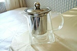 A SWEET LITTLE 350ML TEMPERED GLASS TEAPOT WITH INFUSER