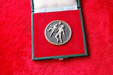 Médaille dans son écrin  football 1981 - C P SARRAI BARCELONA CATALUNYA--//Y//