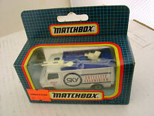 1987 MATCHBOX SUPERFAST MB73 WHITE TV NEWS TRUCK CAMIONNETTE DE REPORTAGE TV MIB