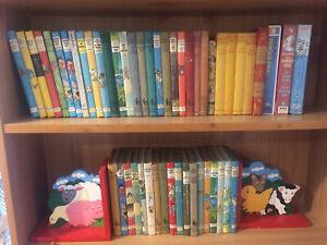 LARGE BUNDLE JOB LOT VINTAGE 51 ENID BLYTON HARDBACK BOOKS &  FAMOUS FIVE VIDEOS