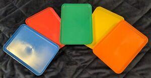 VINTAGE KITSCH PICNIC PLATES SET. PLASTIC. RAINBOW. X 5. HAMPER. VGC. 50's 60's