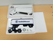 First Gear 1960 Mack B-61 1/34 Truck & Trailer Smith & Wesson #18-1219