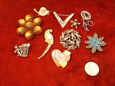 LOT OF OLD VTG JEWELRY, BROOCHES, INCL PEWTER HARP/ANGEL, PARROT, COPPER STAR+++
