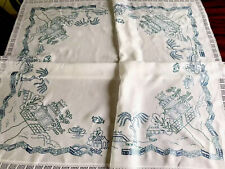 """VINTAGE HAND EMBROIDERED  Willow Pattern WHITE LINEN LACE TABLECLOTH 44X48"""""""
