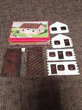 PLASTICVILLE CAPE COD HOUSE 1502 89 VERY RARE BOX ()