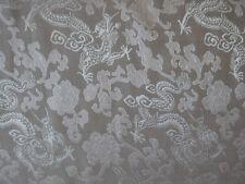 Seidenstoff Drachenmuster grau / silber 115 cm breit Meterware