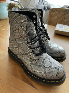 """Dr Martens Silver """"Snakeskin"""" Size 5 8 Hole Boots"""
