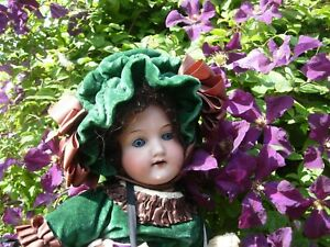 ARMAND MARSEILLE 390. ANTIQUE DOLL WITH ALL ORIGINAL CLOTHES & ACCESSORIES.