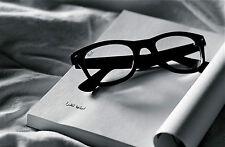 Encadrée imprimer-still life ray ban lunettes sur un livre ouvert (photo poster art)