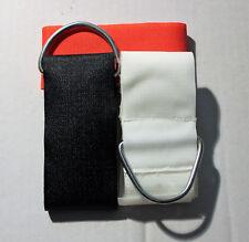 Hand Hände Bettfessel Bettfixierung Fixierband gepolstert schwarz rot weiß