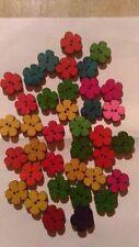 decorazioni merceria 30 fiori  colorati in legno con 2 buchi
