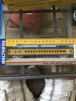 walthers Milwaukee Road, Hiawatha, 30 Seat Parlor Car. Union Pacific, Mint