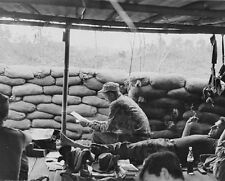 "US Soldier reading mail from home 8""x 10"" Vietnam War Photo 229"