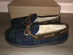 NEW Clarks Men's Size 13 Faux Fur Lined Moccasin Slipper Green Plaid Tie