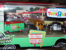 Greenlight VEE DUBS DRIVE IN TOYS R US LIMITED SET VW SAMBA BUS & BUG -NICE!