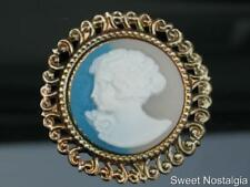 LOVELY 80/90'S LARGE ROUND GOLD PLATED RESIN/PLASTIC YOUNG LADY CAMEO BROOCH