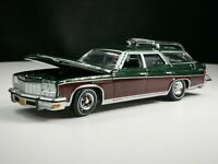 1975 Buick Estate Wagon 1/64 Scale Diecast Diorama Car Real Riders Opening Hood