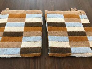 RETRO SET OF 2 GEOMETRIC BATH TOWELS ~  BROWN, BLUE ~