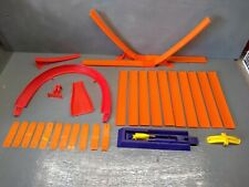 VINTAGE HOT WHEELS PURPLE 1975 LAUNCHER TRACK AND CLIPS WITH MIXED PARTS