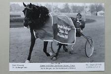 Sport Foto Pferd Traber 1983 München Daglfing Rennbahn Trabrennen Berger Sieger