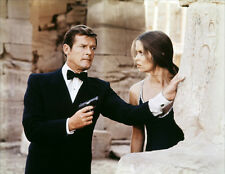 Barbara Bach and Roger Moore UNSIGNED photo - H3181 - James Bond