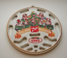 7UP 7up Soda Ceramic Santa's Elves Elf Tis The Season Ornament New NOS Box 1982