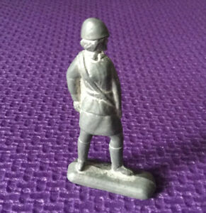 """Soviet Tin toy USSR Metal soldiers  nurse from the set """"soldiers in battle"""" 70s"""