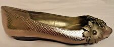 Bandolino Womens Open Toe Dress Shoes Gold w/ Flower Embellishments 6 Medium