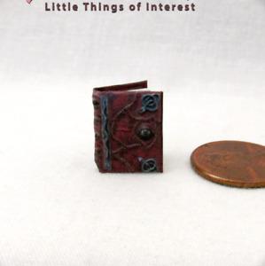 "1:24 Scale HOCUS POCUS SPELL Book Dollhouse Miniature Illustrated Book 1/2"""