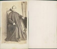 Prêtre, ecclésiastique à lunettes en longue soutane à boutons, circa 1870 CDV vi