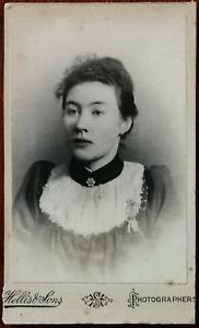 Hellis & Sons Antico CDV Fotografia Of A Donna IN Un Nero Top C. Late 1800's