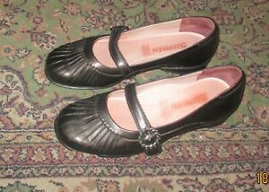 *KUMFS* SIZE40 Wide   LEATHER  UPPER  1/4 LEATHER  LINNING MADE  IN  NEW ZEALAND