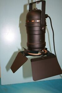 Wired Procan 30 Black Stage Light With Barn Doors, Bracket & Black Cable