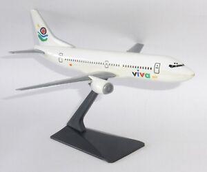 Boeing 737-300 Viva Air Spain Vintage Wooster Snap Fit Model Scale 1:180