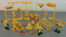 "MODEL TOY 2"" MEN ROAD CREW WORKMEN SIGN BARRIER LOT 25 SCALE G RR SLOT CAR PEOPL"