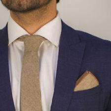 Corbatas, pajaritas y pañuelos de hombre a rayas marrones