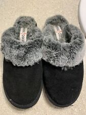 Minnetonka Slippers Size 8