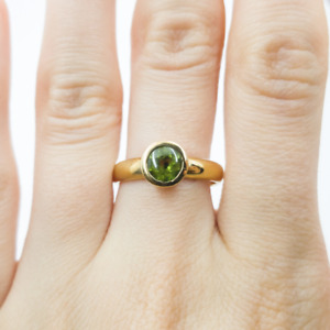 9ct Yellow Gold Peridot Solitaire Ring Size N #54348