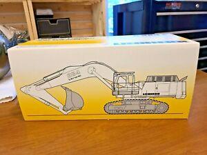 Conrad 1/50 No. 2917 (2917/0)  Liebherr  R984C Hydraulic Excavator - white  New
