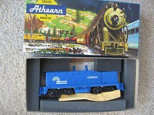 HO  Athearn #4035 Conrail SW7 Powered Locomotive