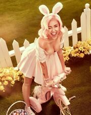 Miley Cyrus Unsigned 8x10 Photo (T)