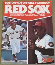 1976 Boston Red Sox OFFICIAL YEARBOOK 2nd Ed. Yastrzemski & Tiant PULL OUT TEAM