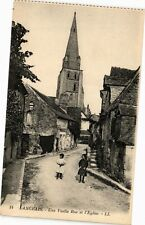 CPA  Langeais- Une Vieille Rue et l'Eglise    (228620)