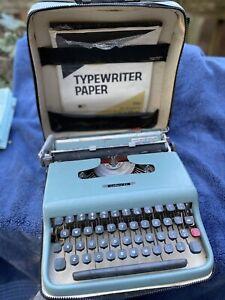 Vintage MCM Underwood Olivetti Lettera 22 Portable Typewriter w Case Brushes